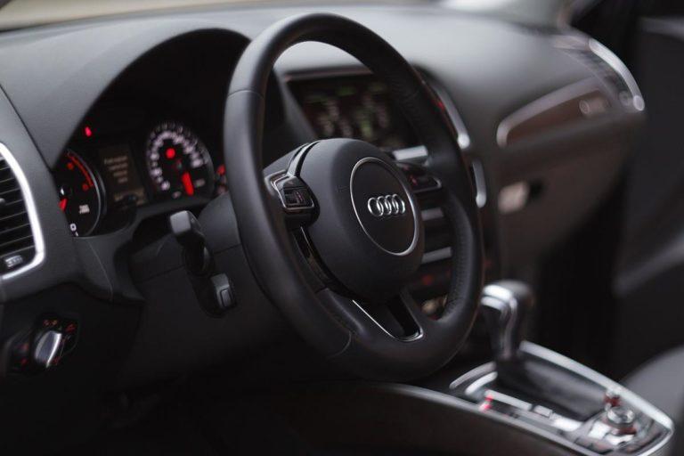 Czy warto zainwestować w oklejenie samochodu folią?